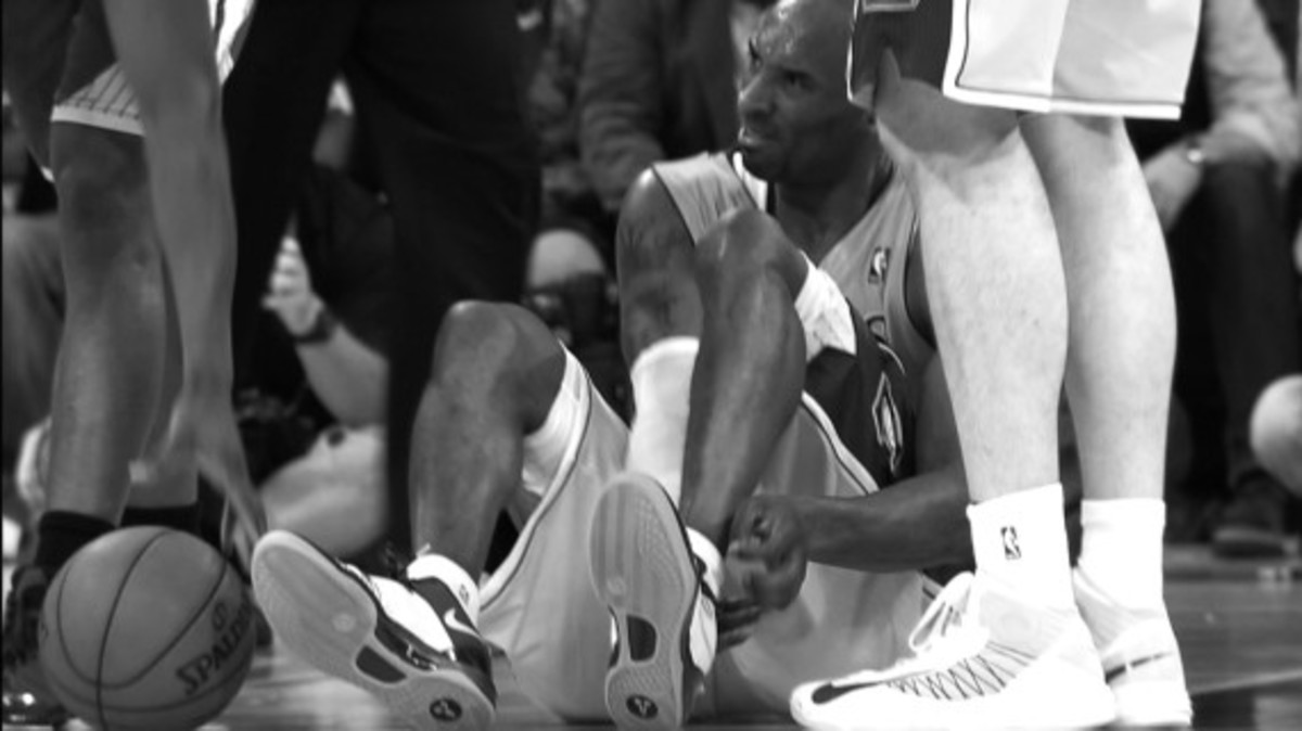 nike-welcomes-kobe-bryant-back-to-the-court-video-02