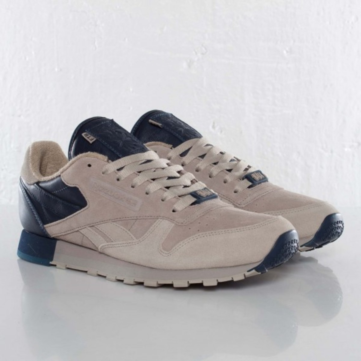 frank-the-butcher-reebok-classic-leather-lux-02