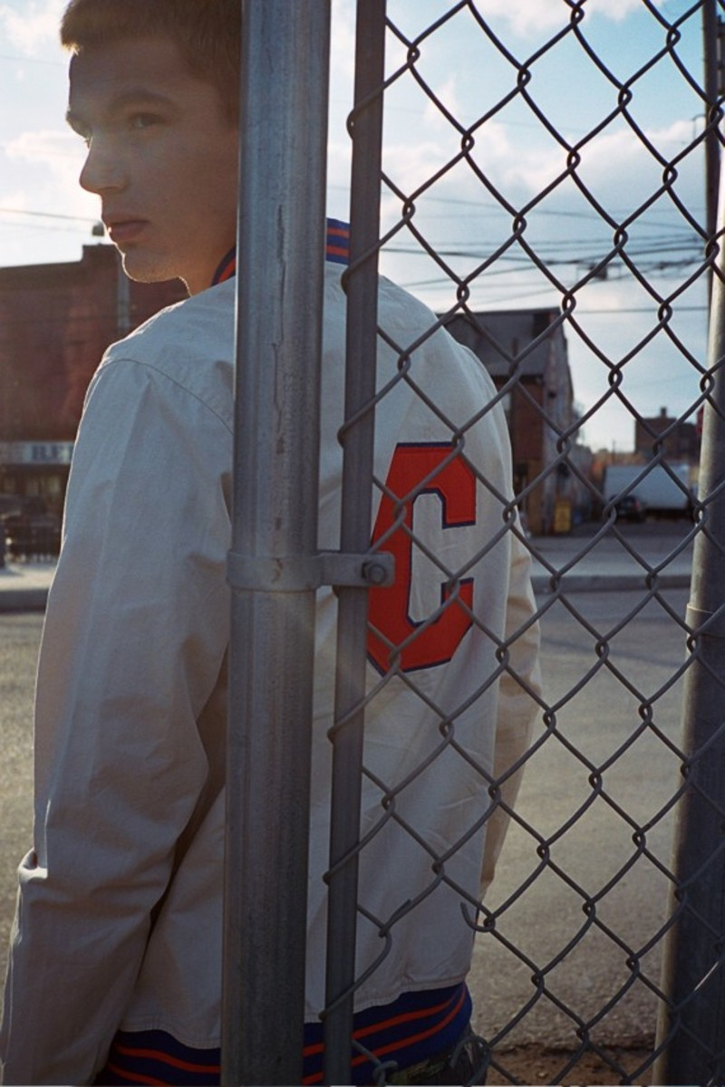 champion-x-urban-outfitters-spring-2013-colleciton-lookbook-11