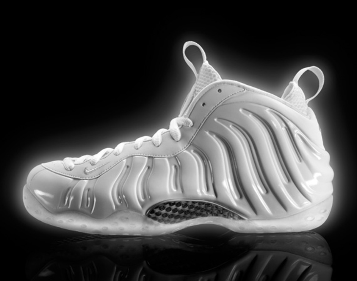 nike-air-foamposite-one-white-314996-100-02