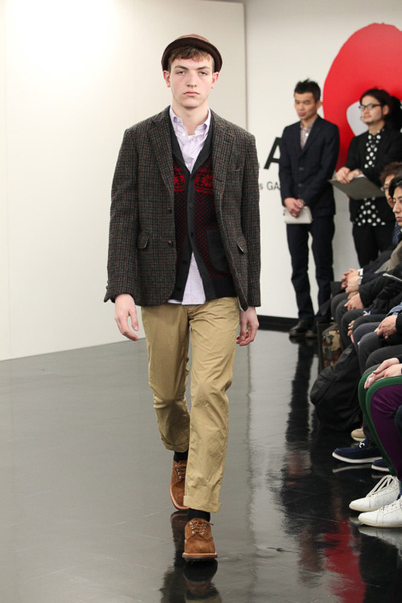comme-des-garcons-homme-fall-winter-2013-collection-runway-show-13