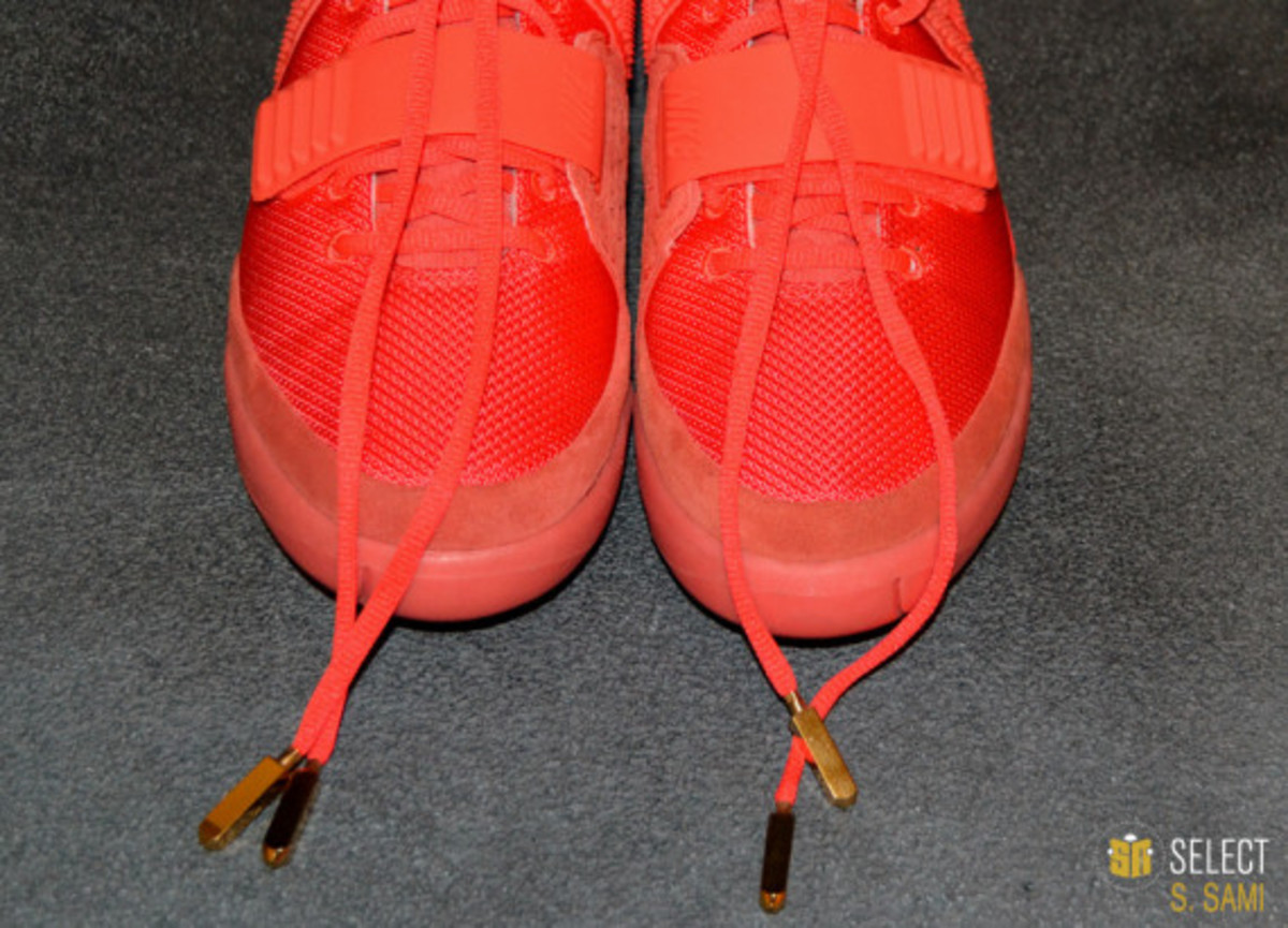 nike-air-yeezy-2-red-october-detailed-look-17
