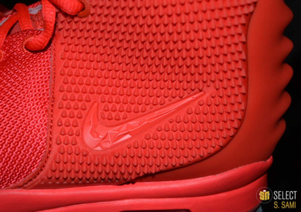 nike-air-yeezy-2-red-october-detailed-look-35