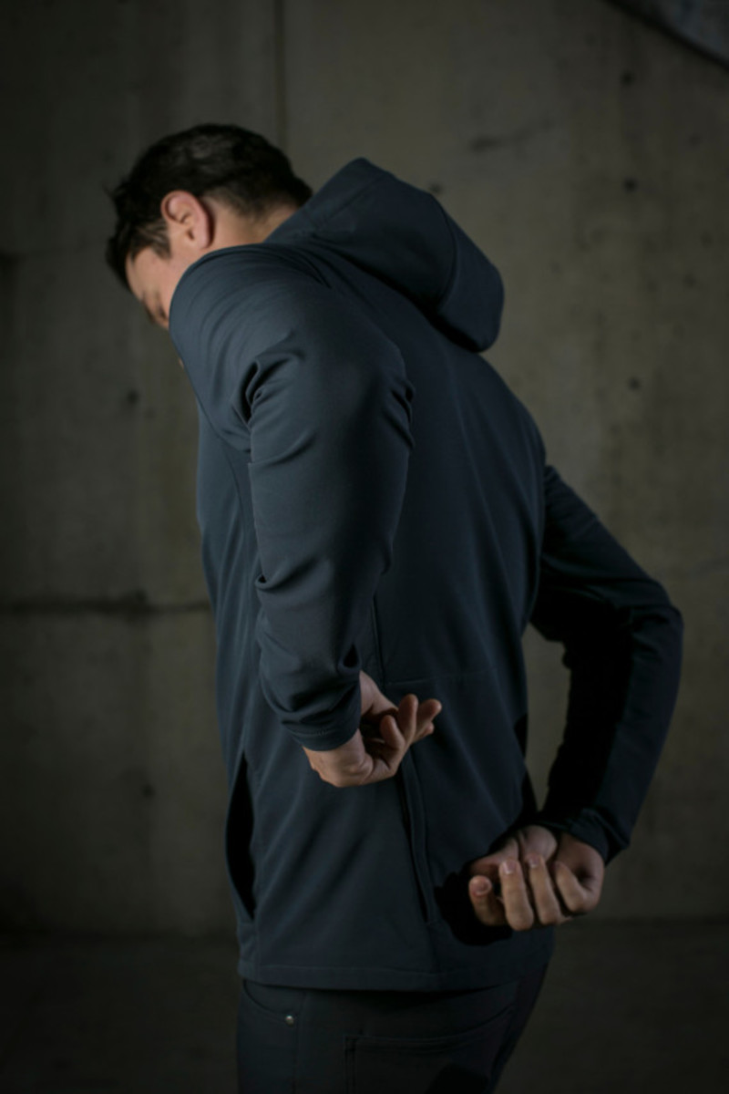 mission-workshop-zurich-softshell-hoodie-08