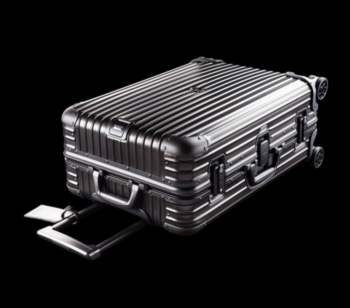 rimowa-and-moncler-luggage-collection-07
