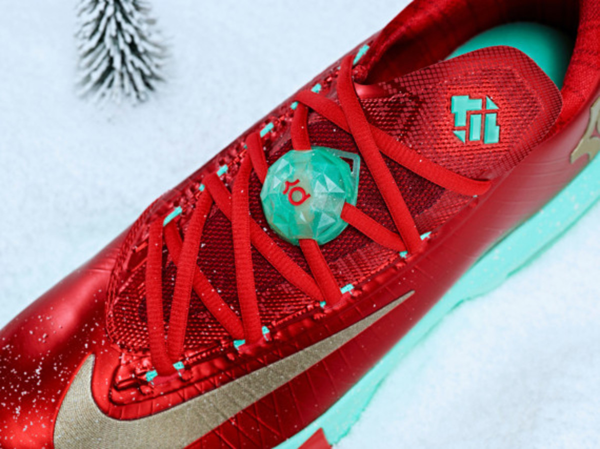 nike-kd-6-christmas-officially-unveiled-05