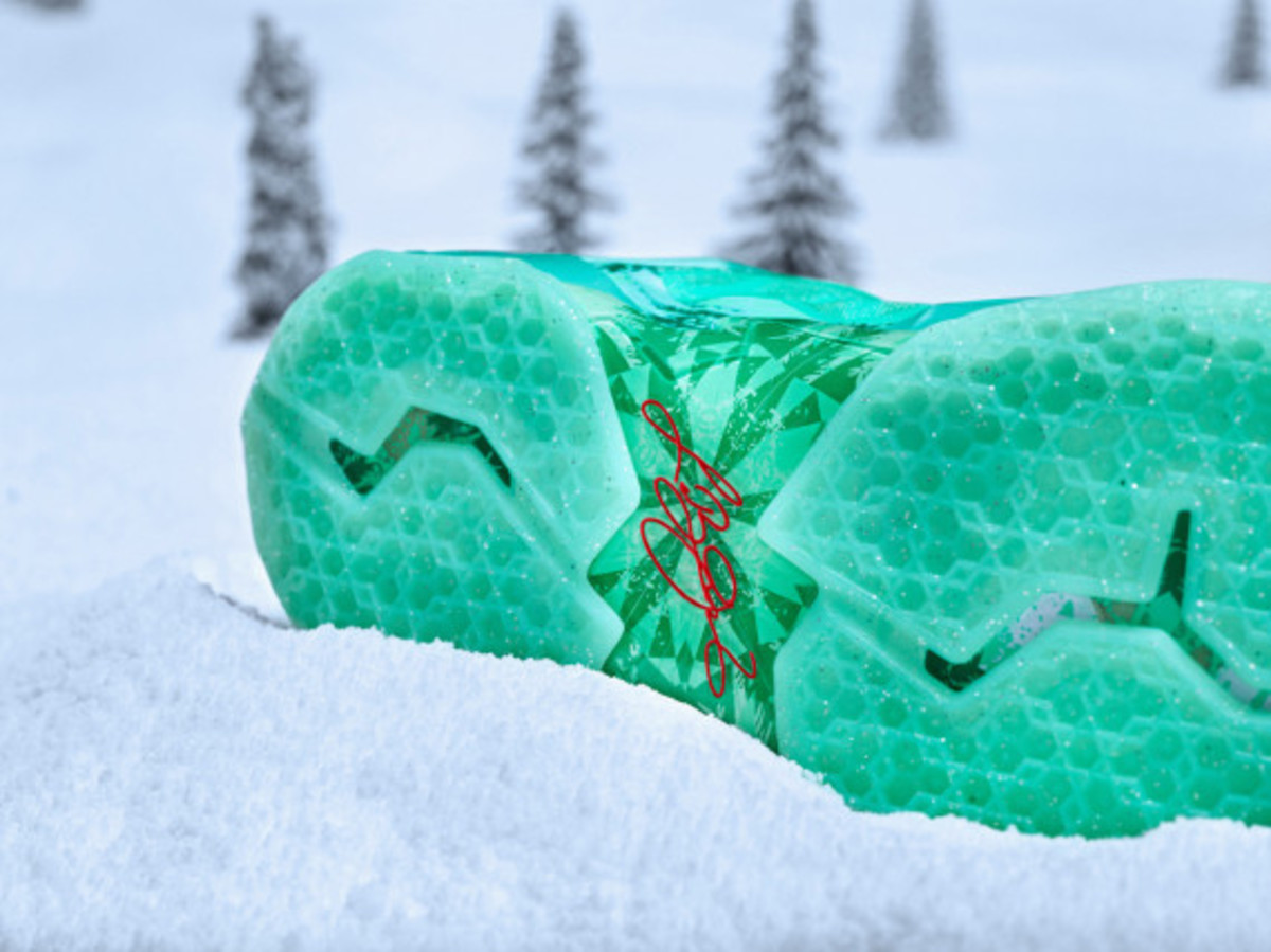 nike-lebron-11-christmas-officially-unveiled-04