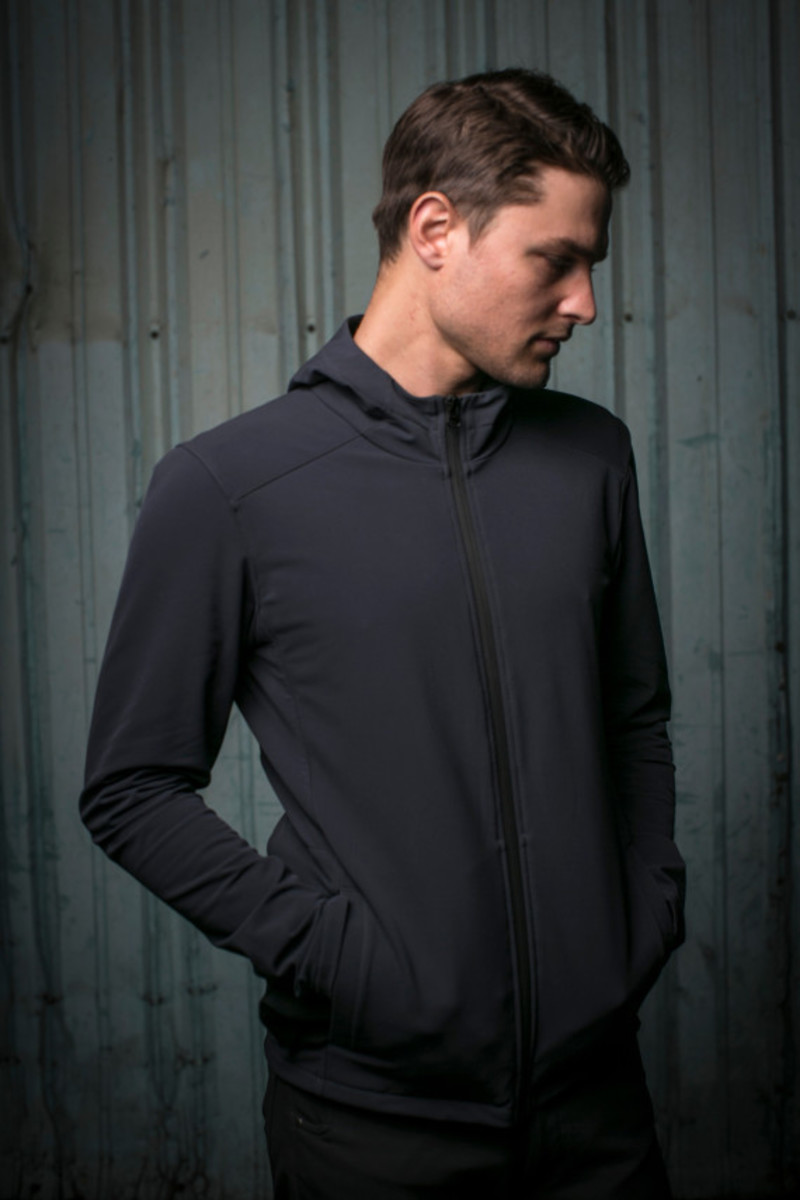 mission-workshop-zurich-softshell-hoodie-02