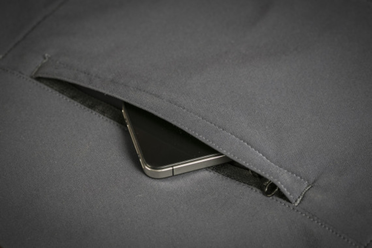 mission-workshop-zurich-softshell-hoodie-11