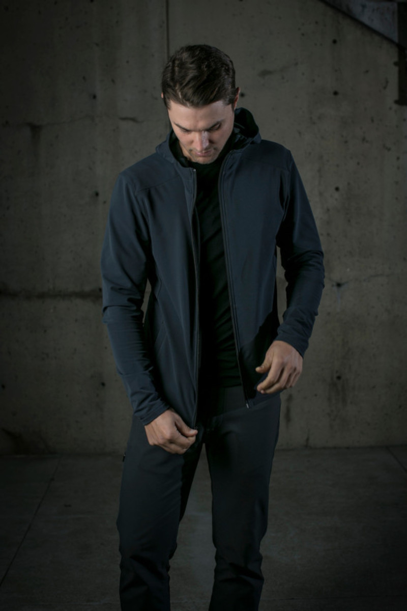 mission-workshop-zurich-softshell-hoodie-03