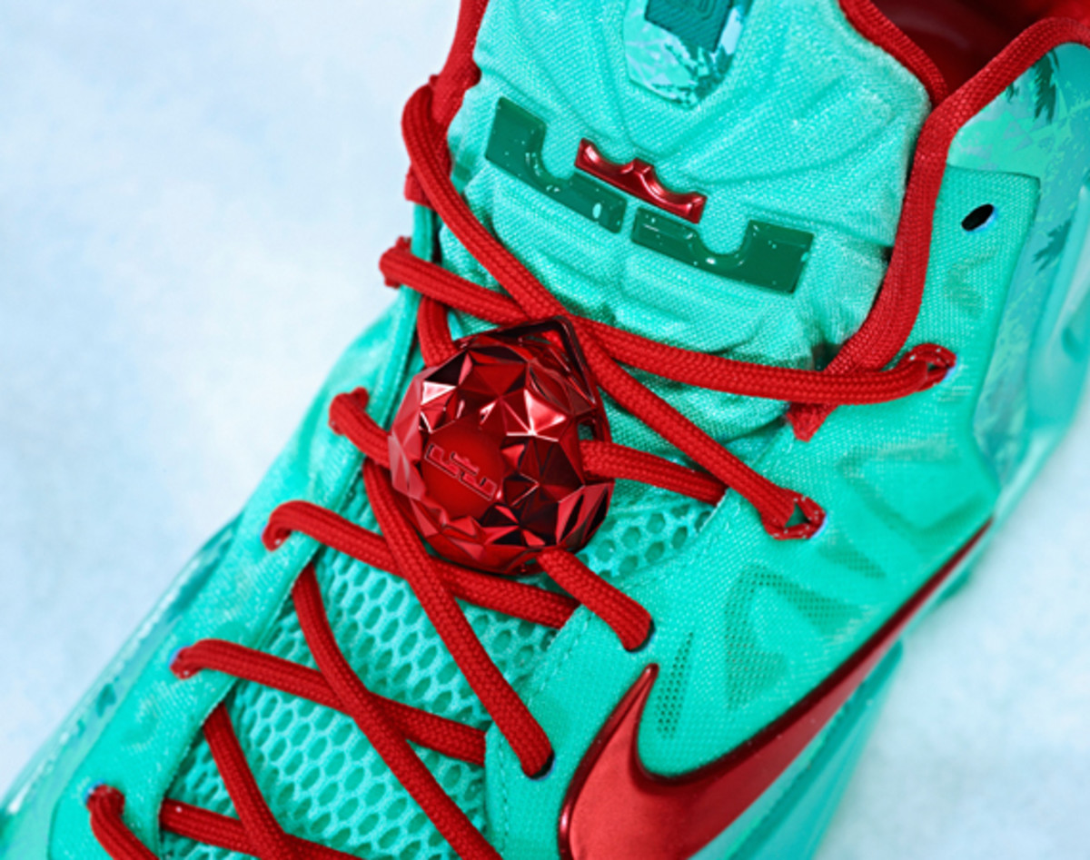nike-lebron-11-christmas-officially-unveiled-01