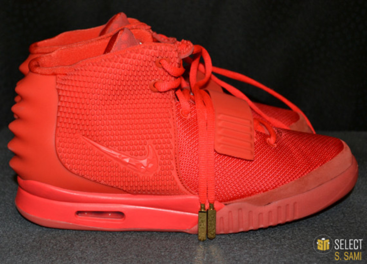 nike-air-yeezy-2-red-october-detailed-look-12