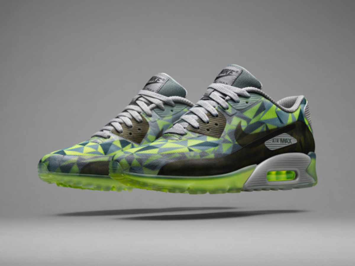 nike-air-max-90-ice-officially-unveiled-02