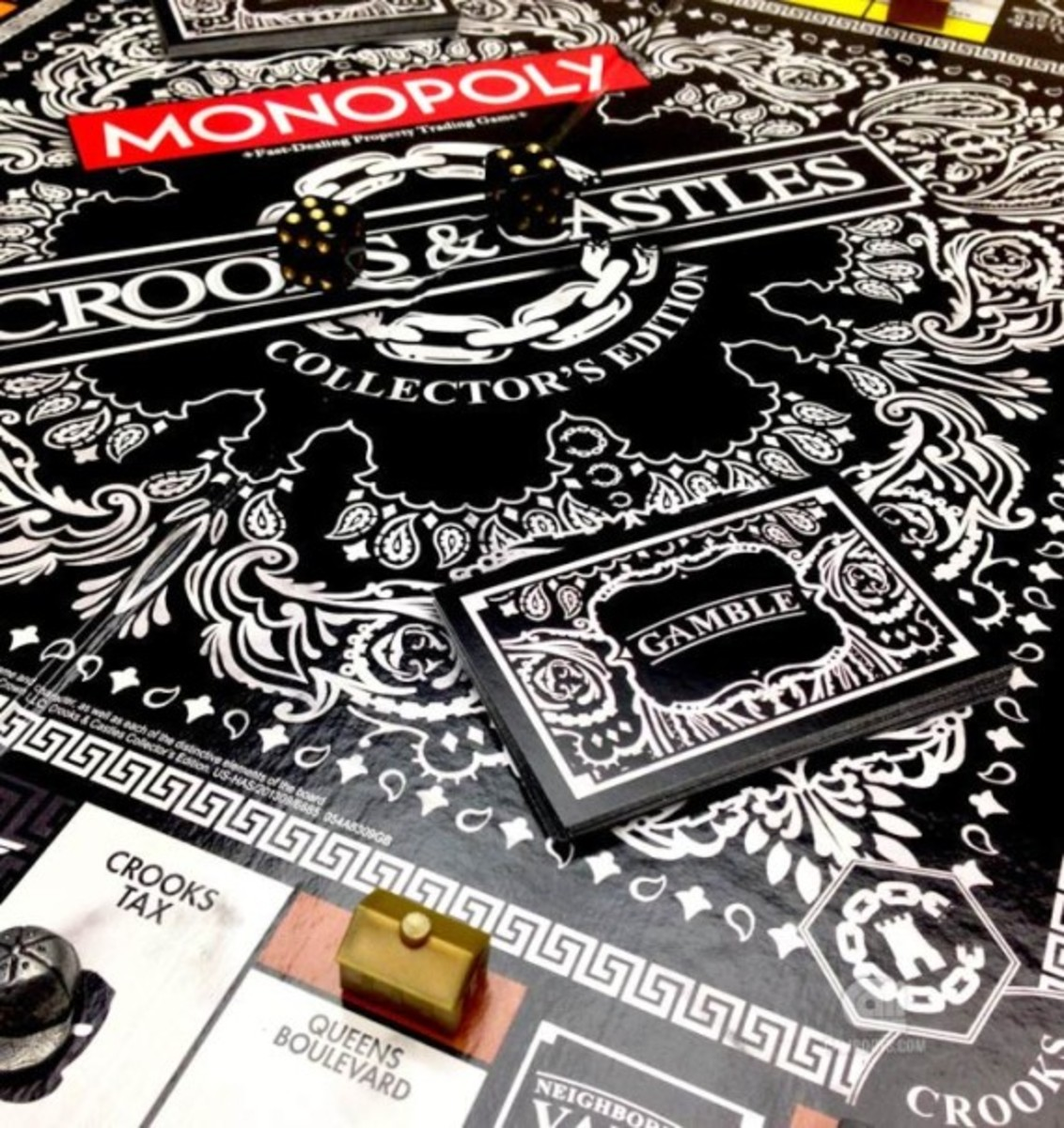 hasbro-crooks-and-castles-monopoly-02