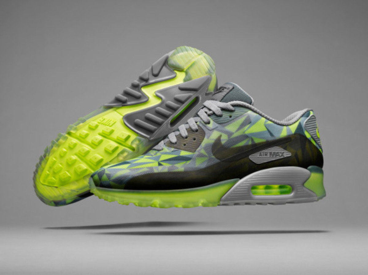 nike-air-max-90-ice-officially-unveiled-03