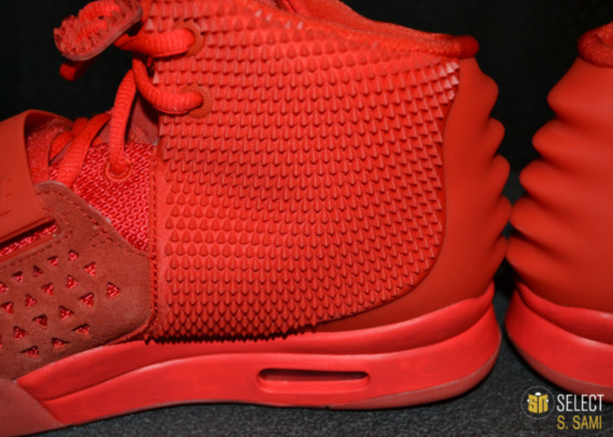 nike-air-yeezy-2-red-october-detailed-look-32
