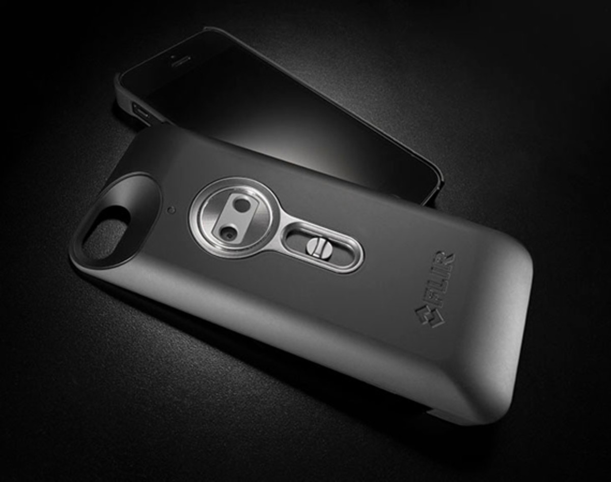 flir-one-personal-infrared-thermal-imaging-device-for-iphone-01