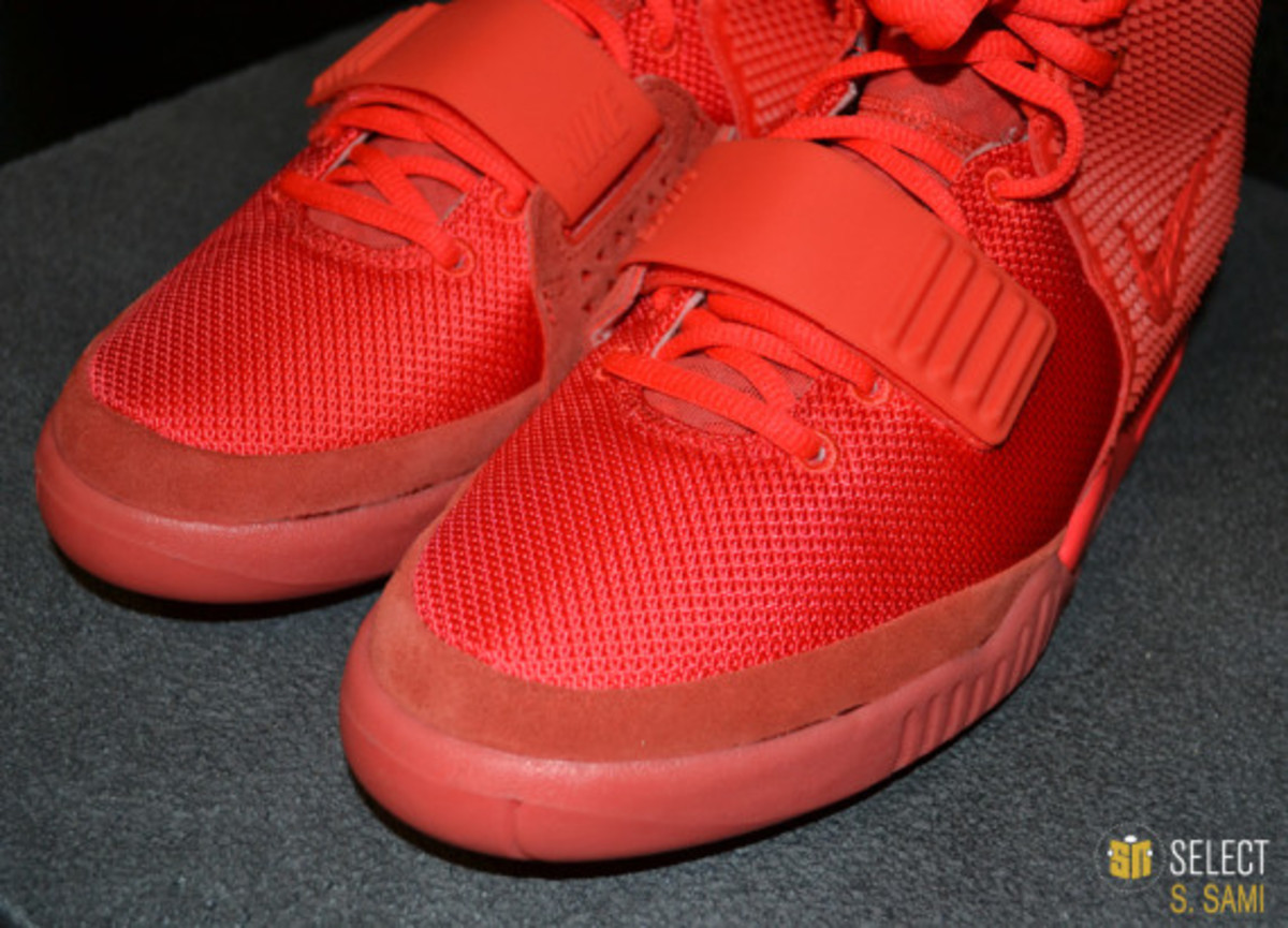 nike-air-yeezy-2-red-october-detailed-look-31