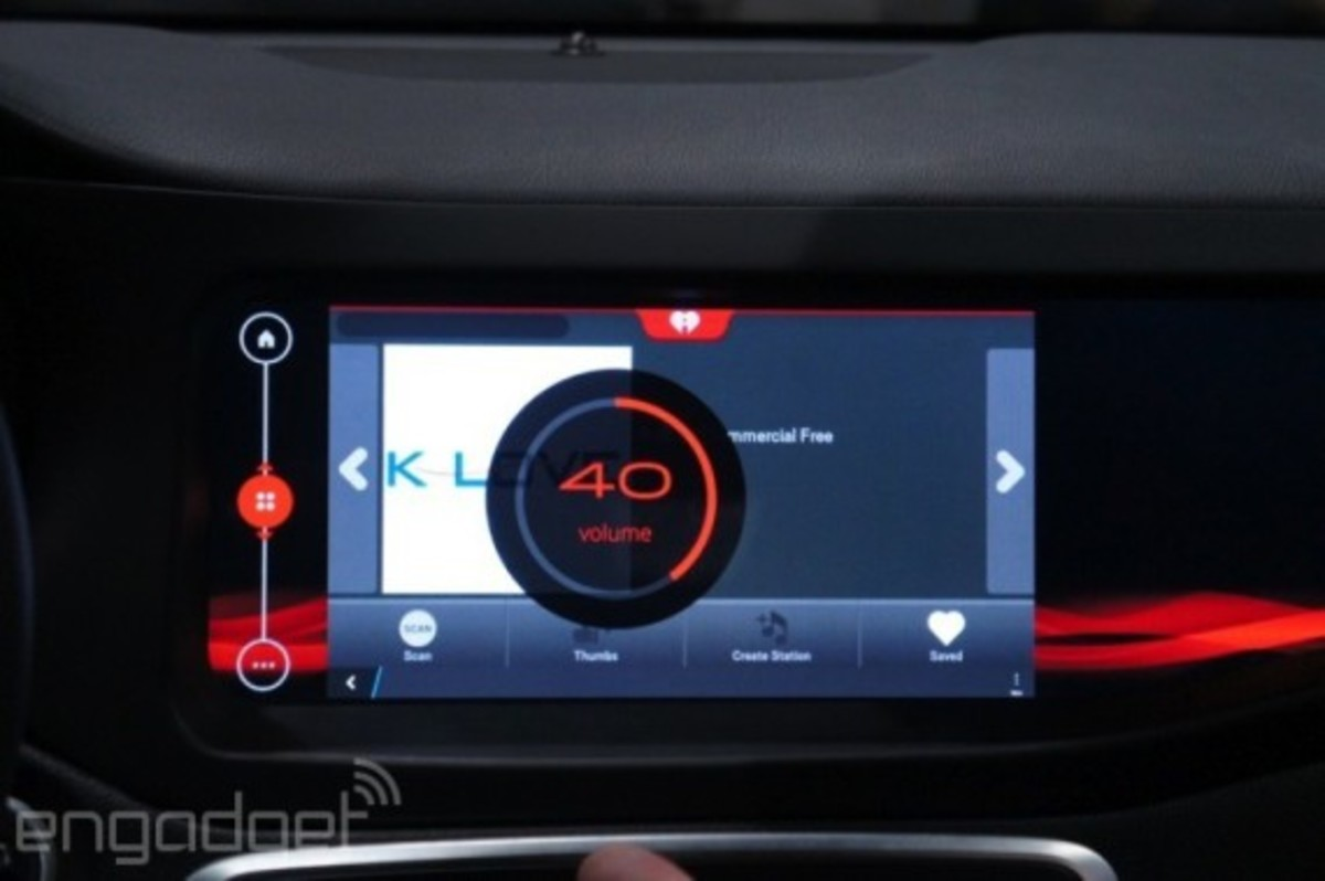 mercedes-benz-cla-45-amg-with-qnx-infotainment-system-14
