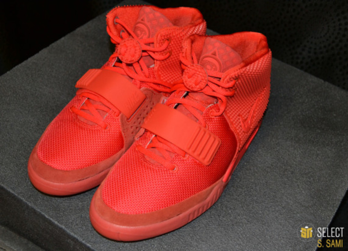 nike-air-yeezy-2-red-october-detailed-look-05