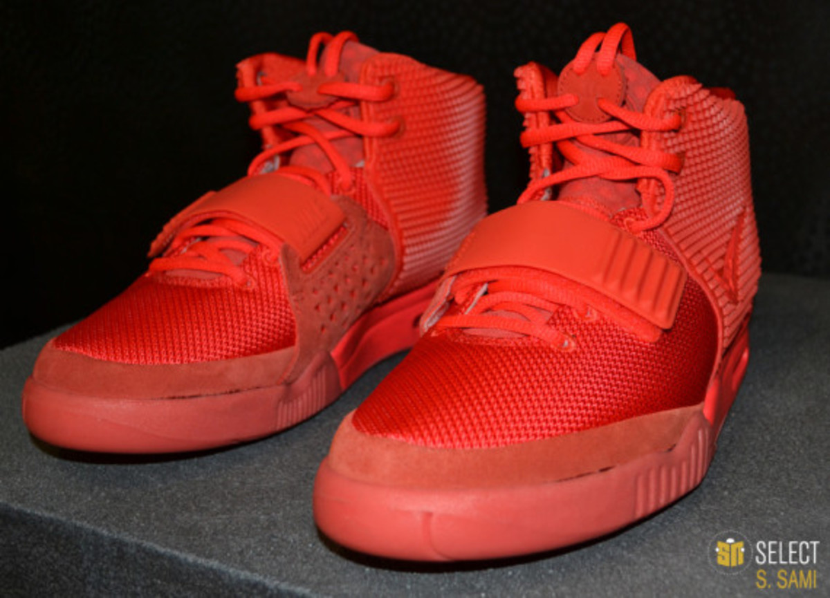 nike-air-yeezy-2-red-october-detailed-look-02