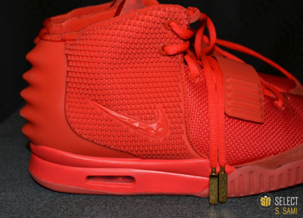 nike-air-yeezy-2-red-october-detailed-look-40