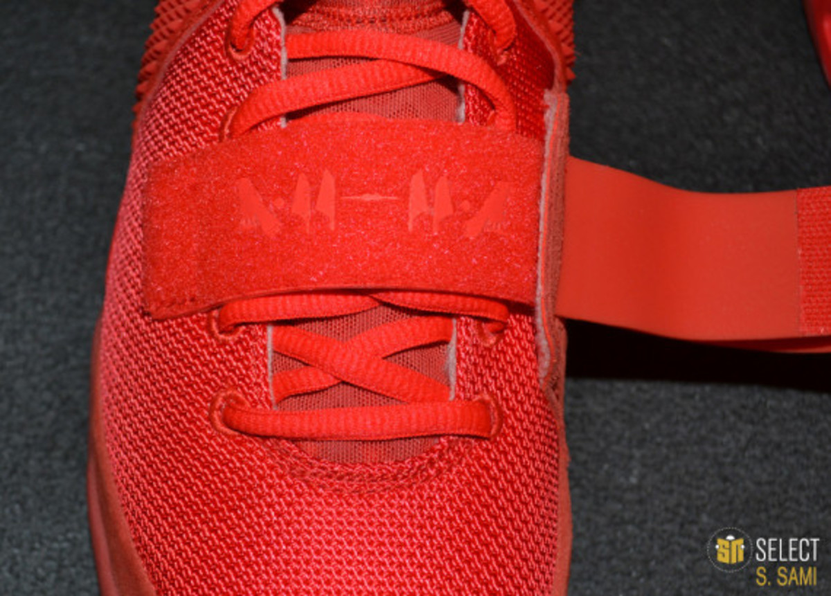 nike-air-yeezy-2-red-october-detailed-look-36