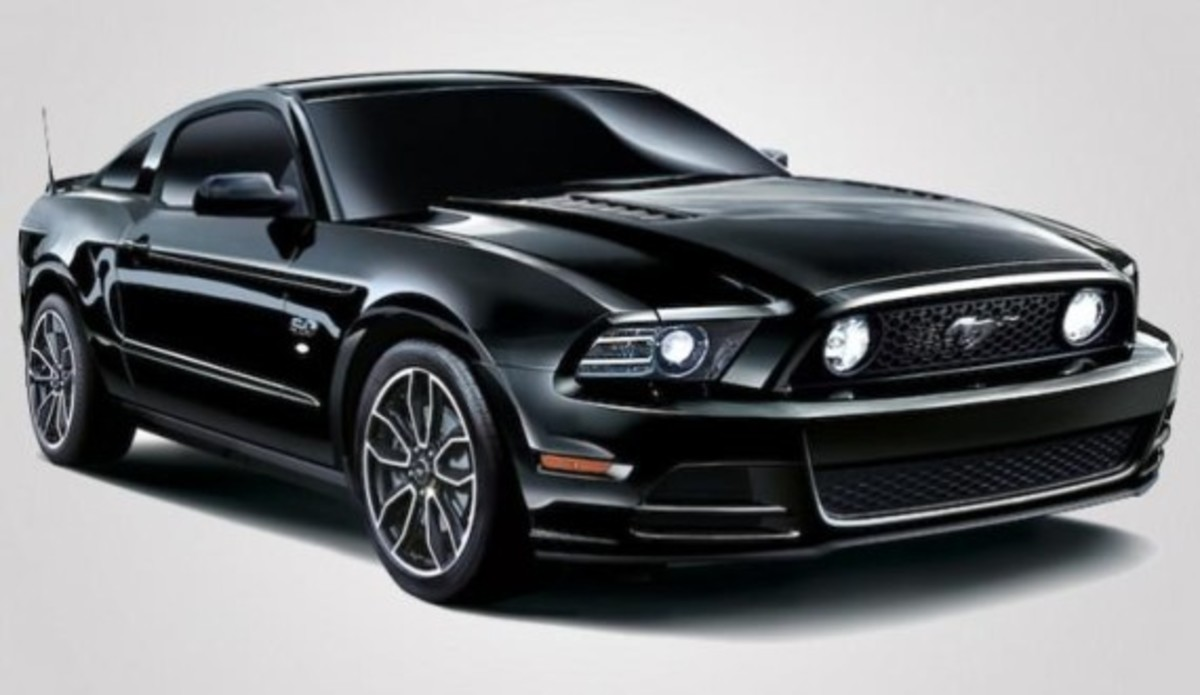 ford-mustang-v8-gt-coupe-the-black-special-edition-03