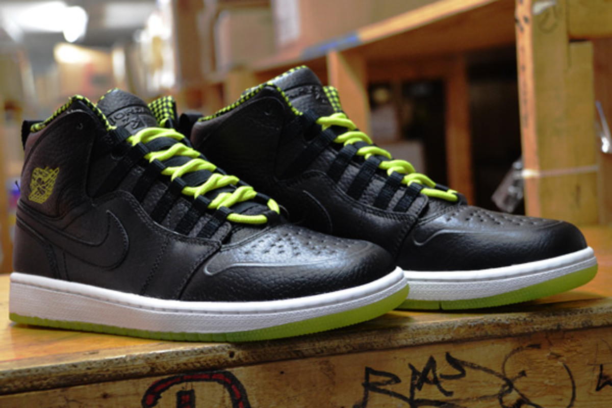 Venom Green 1s Air Jordan 1 Retro '94...