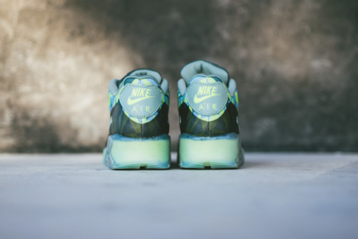 nike-air-max-90-volt-available-now-04