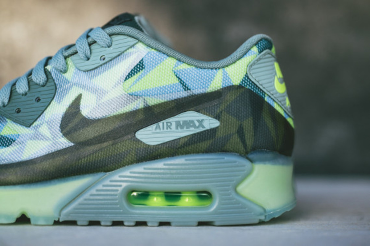 nike-air-max-90-volt-available-now-05
