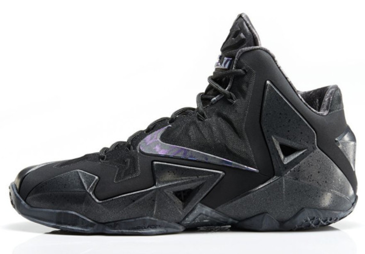 nike-lebron-11-anthracite-release-info-02