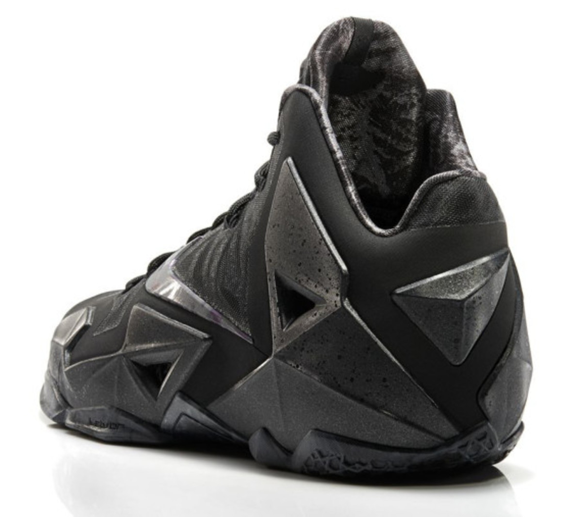 nike-lebron-11-anthracite-release-info-03