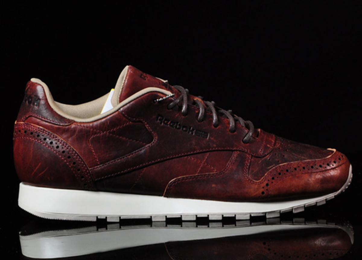 f6af91715a4ee Reebok Classic Leather Lux CF - Light Snuff Black - Freshness Mag