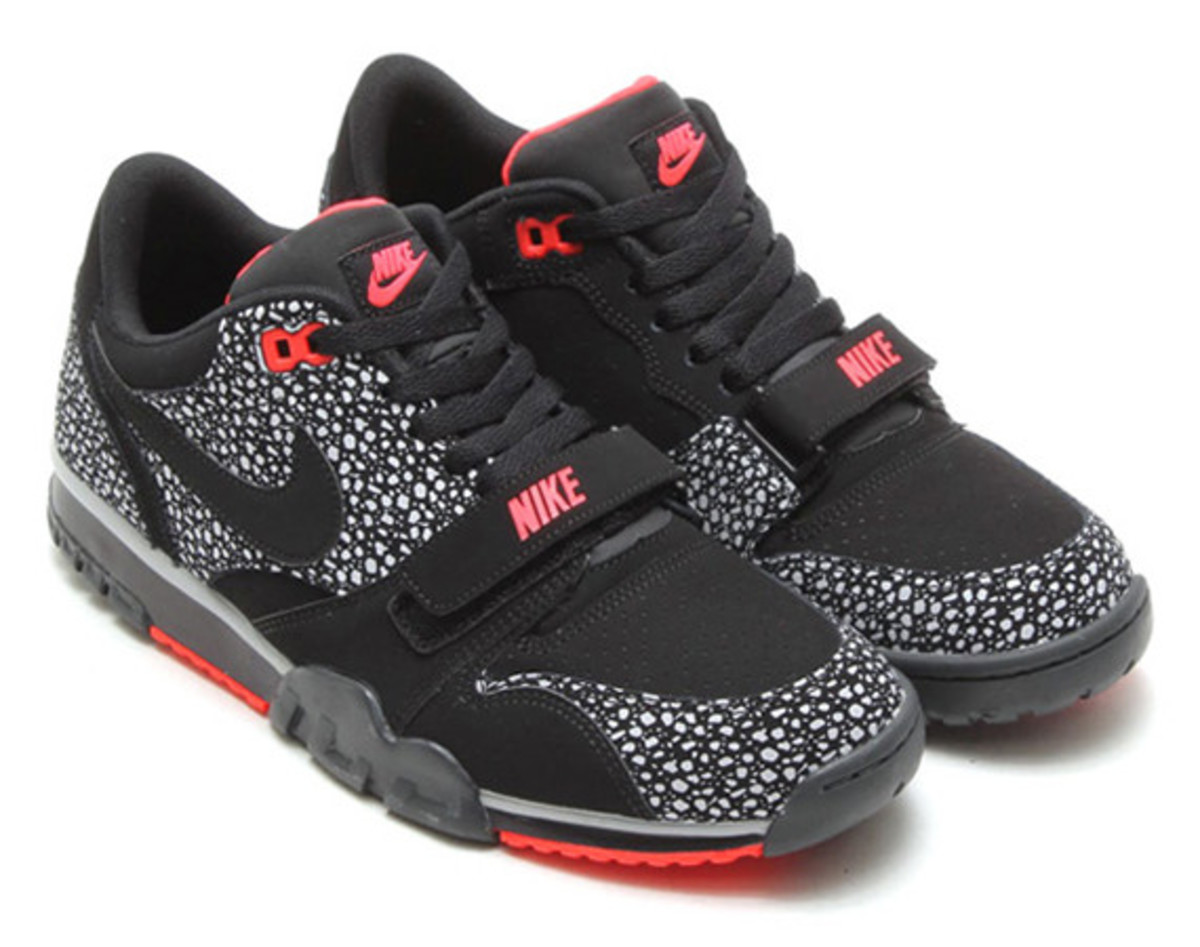 nike-air-trainer-1-low-st-black-safari-01