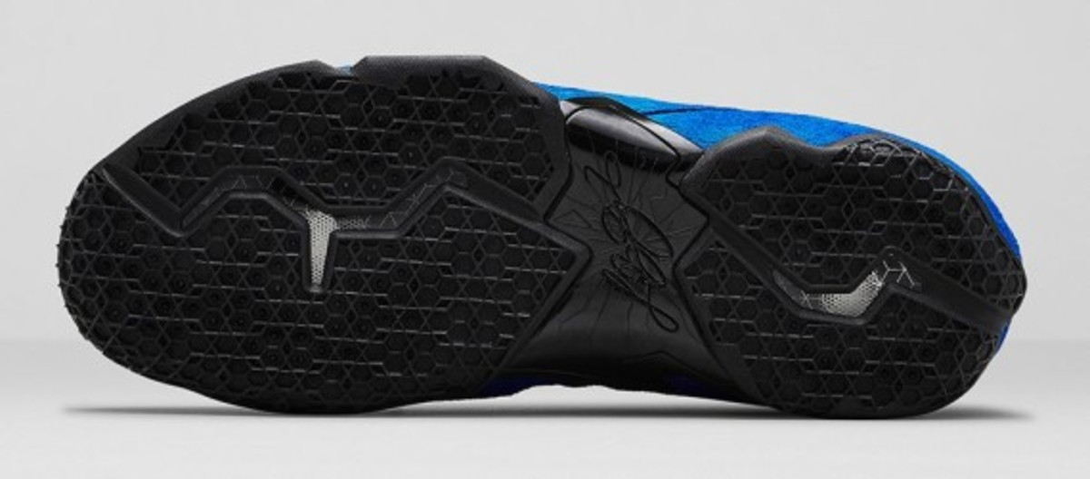 nike-lebron-11-ext-blue-suede-release-info-09