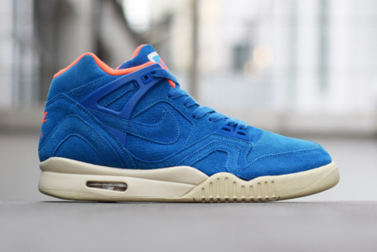 nike-air-tech-challenge-ii-suede-pack-03