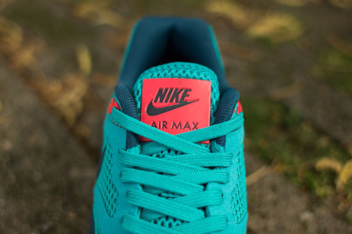 nike-womens-air-max-1-breathe-tribal-green-05