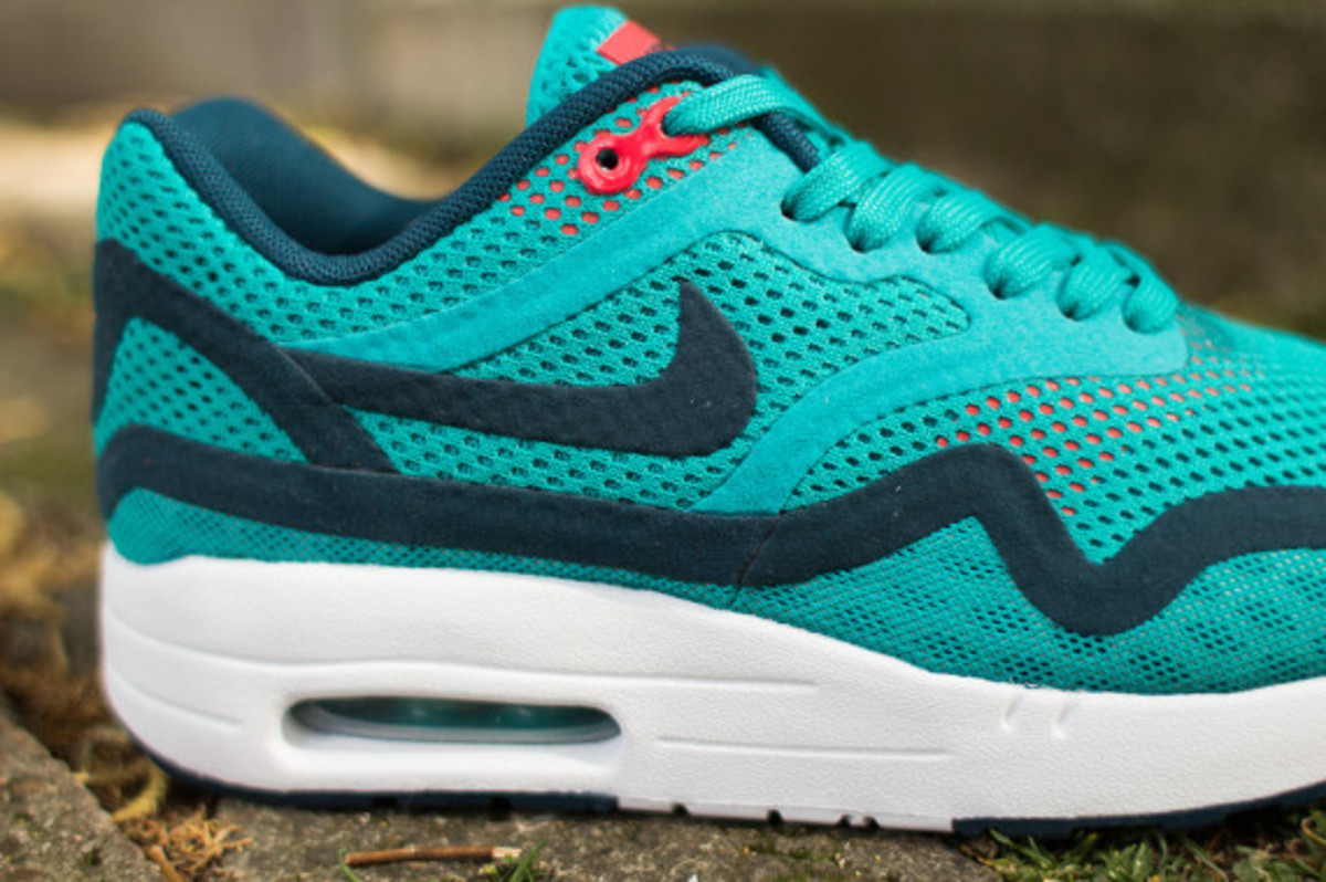 nike-womens-air-max-1-breathe-tribal-green-03