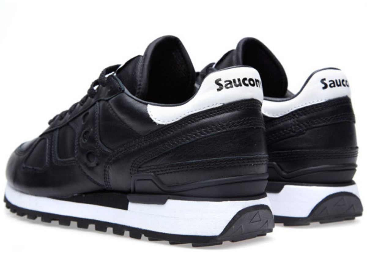 white-mountaineering-saucony-shadow-original-black-06