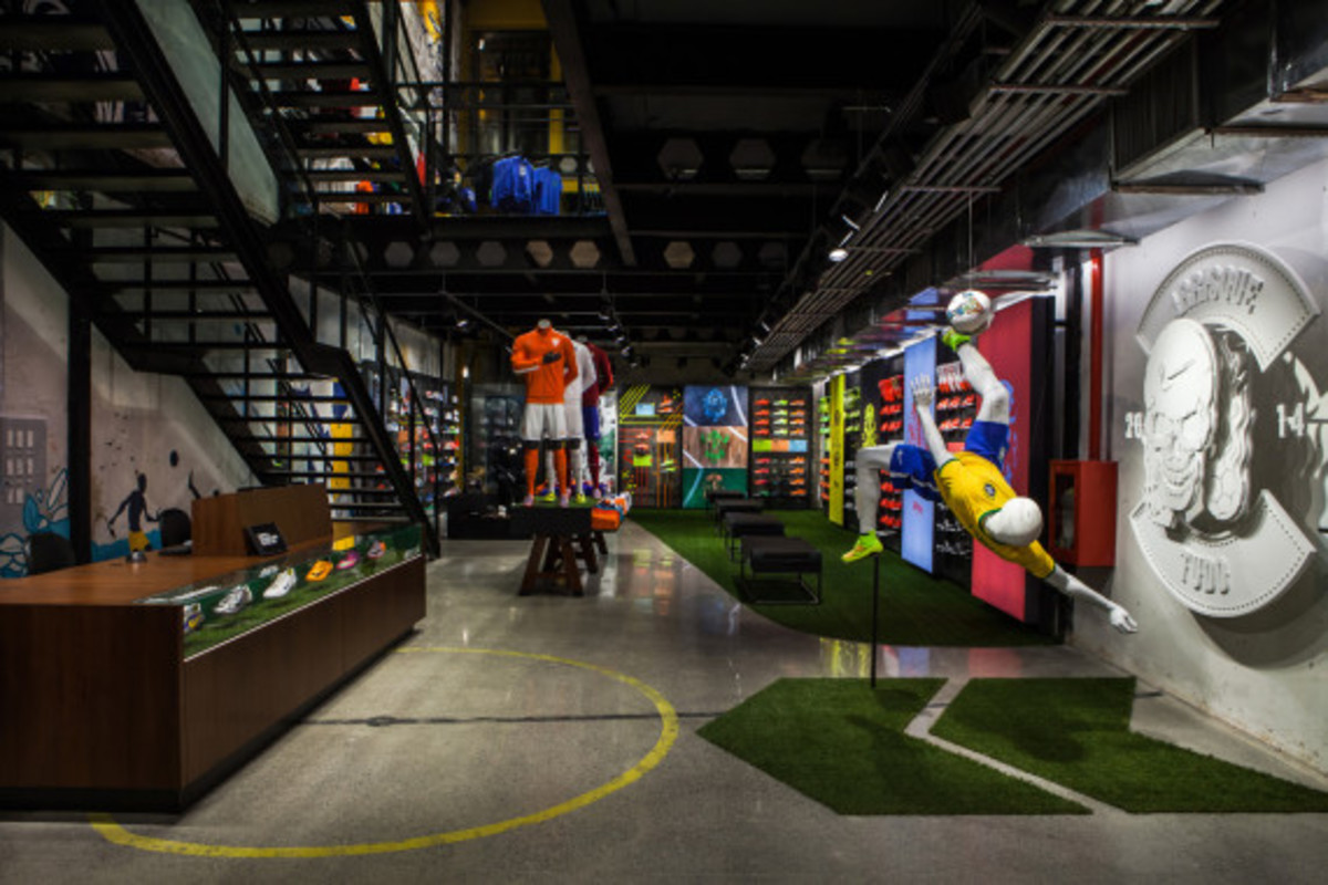 nike-copacabana-first-soccer-only-store-in-brazil-05