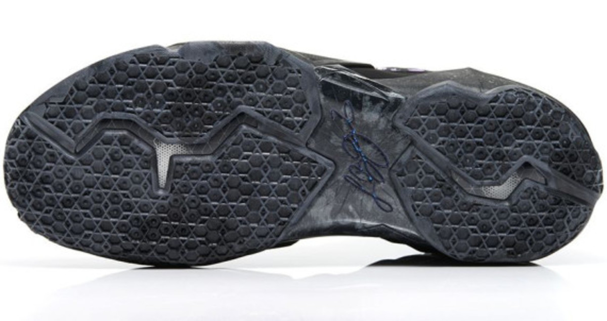 nike-lebron-11-anthracite-release-info-05