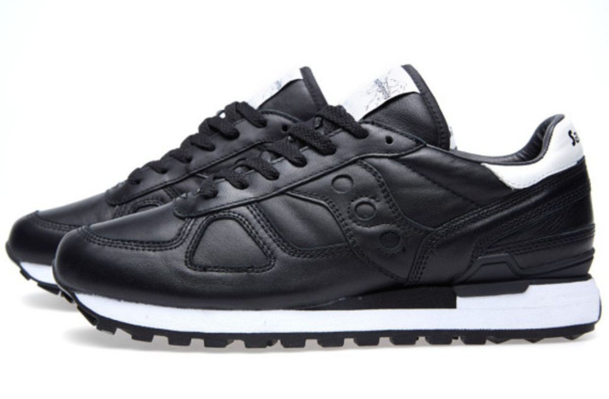 white-mountaineering-saucony-shadow-original-black-04