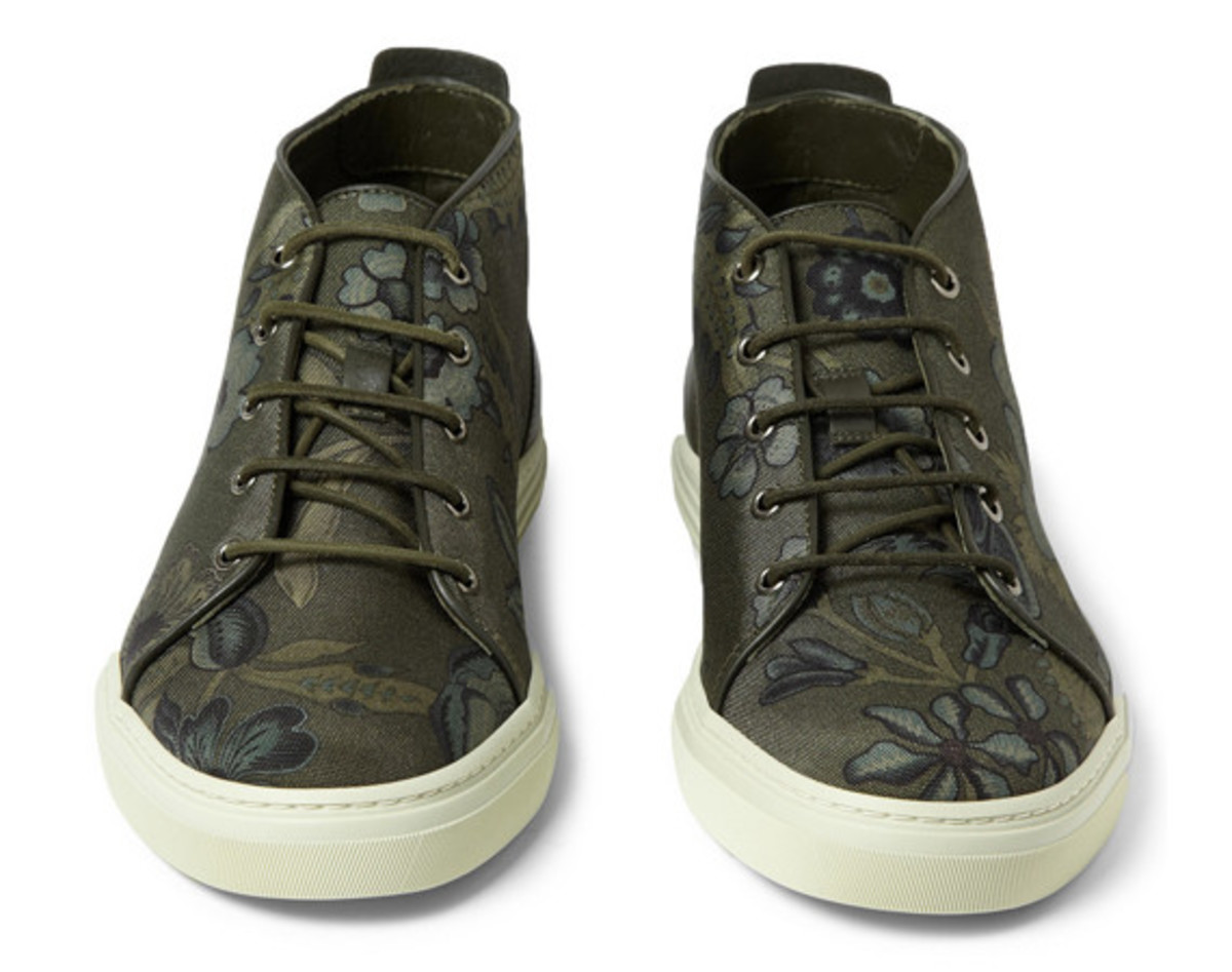 gucci-flower-print-canvas-sneakers-01