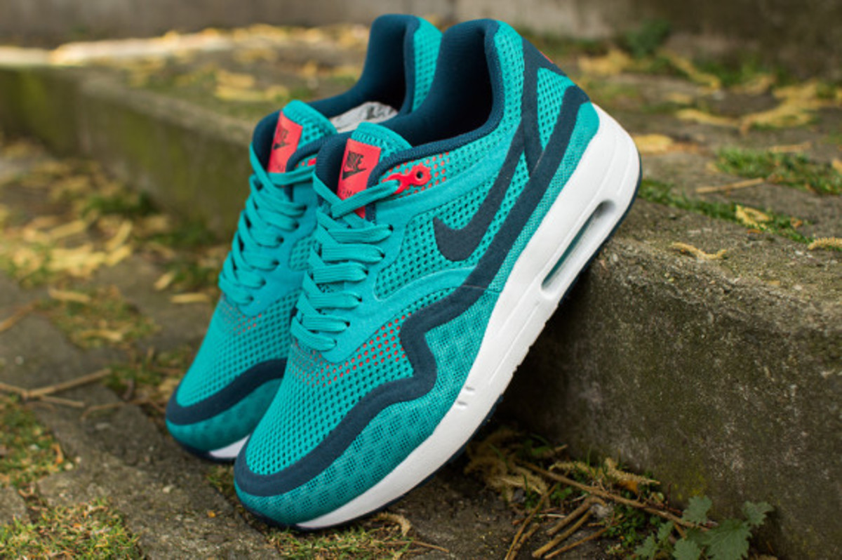 nike-womens-air-max-1-breathe-tribal-green-08