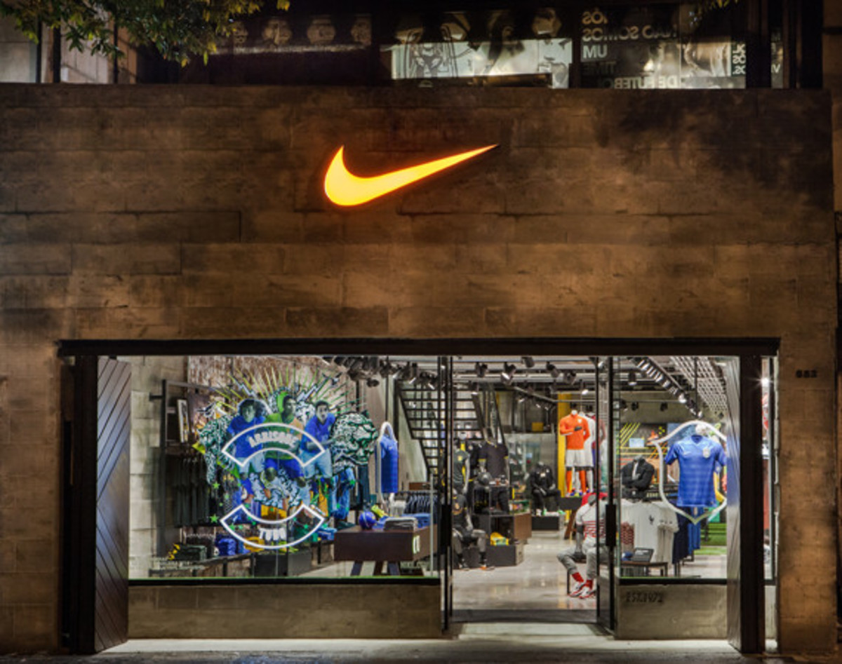 nike-copacabana-first-soccer-only-store-in-brazil-01