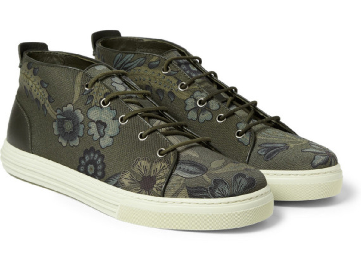 gucci-flower-print-canvas-sneakers-02