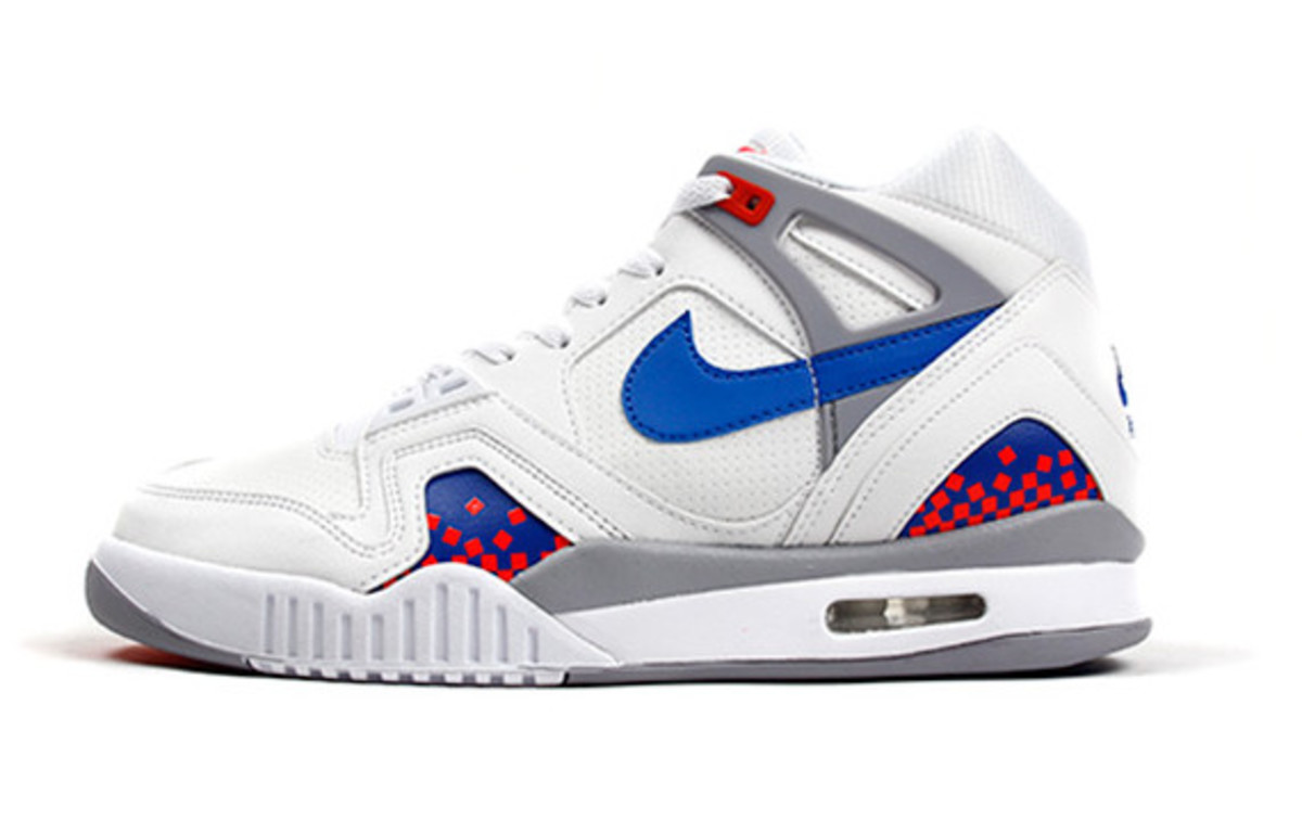 nike-air-tech-challenge-ii-cube-court-02