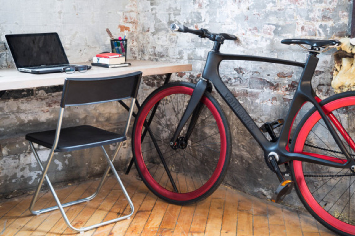 vanhawks-valour-first-ever-connected-carbon-fiber-bicycle-03
