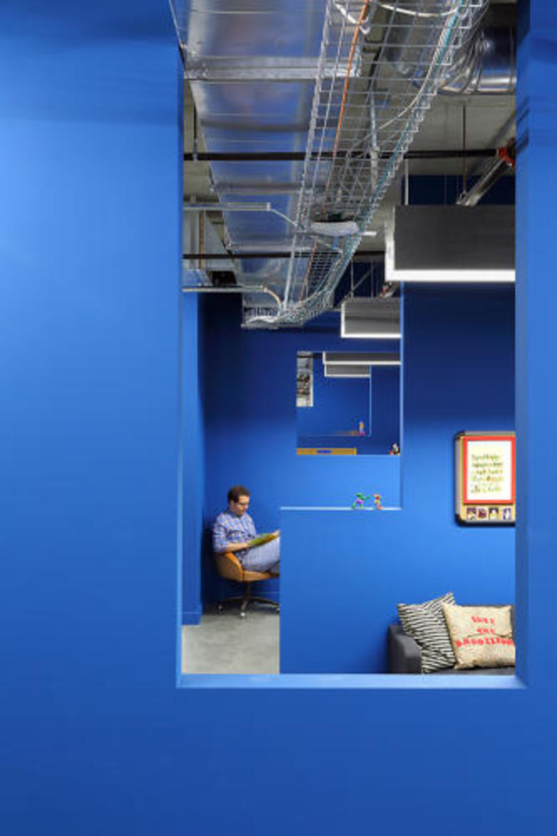 funny-or-die-los-angeles-heaquarters-by-clive-wilkinson-architects-10